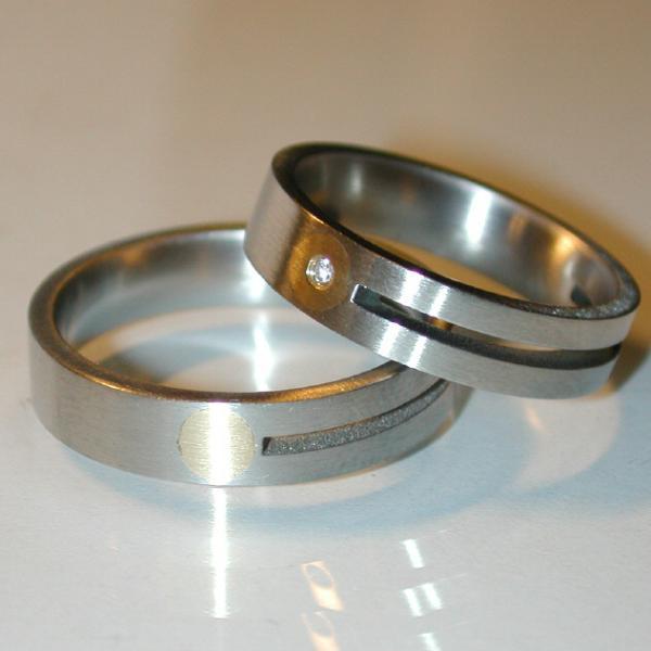 Stahl Einzelring mit Goldeinlage Weite 62