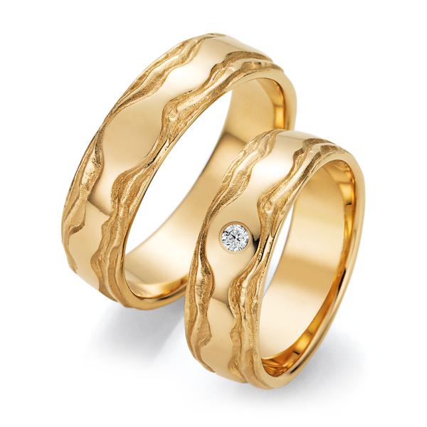 Ruesch Trauringe Gelbgold 66/52150 & 66/52160 Eheringe mit Struktur Brillant