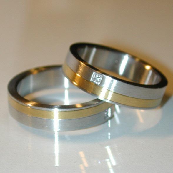 Stahl Einzelring mit Goldeinlage und Zirkonia Weite 55